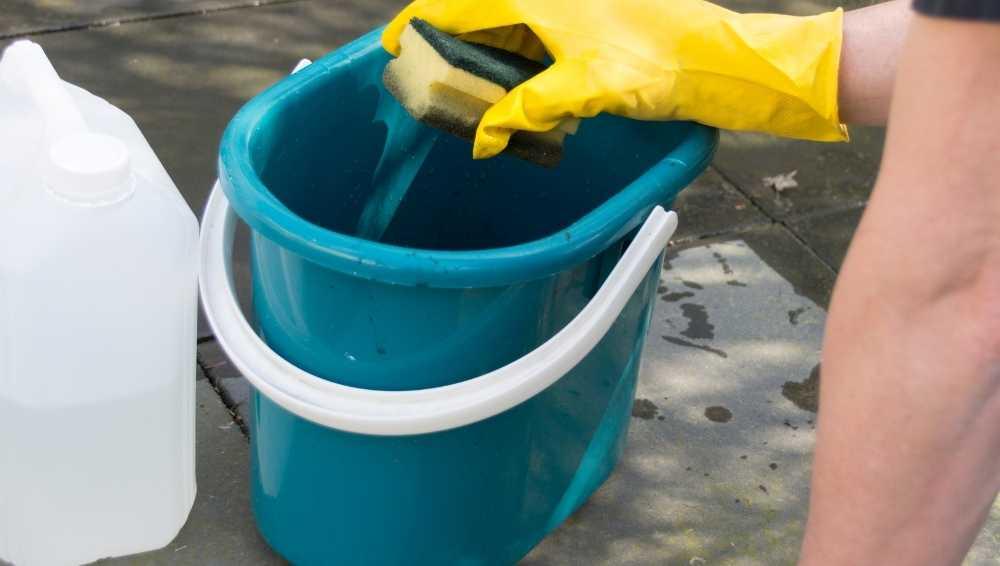 Using vinegar to clean concrete